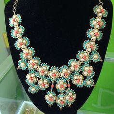 collar de perlas y mostacilla checa