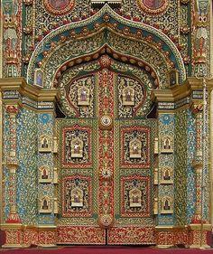Russia Grand Entrance, Entrance Doors, Doorway, Cool Doors, Unique Doors, Russian Architecture, Art And Architecture, Door Knockers, Door Knobs