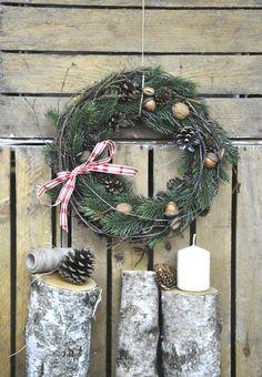 Klassiker zu Weihnachten: Türkranz mit Schleife / decorated christmas wreath for the door by ViolaSororia via DaWanda.com