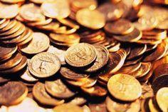 Деньги - это энергия, стихия, которая функционирует по своим законам. Это стихия, которую создал человек, которая непрерывно влияет на человека, но сама не всегда поддается влиянию. Деньги не могут б...