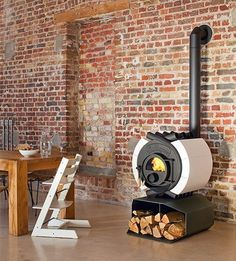 Amazing Wood Stove Design by Energetec 'suped up' Bullerjan . Tv Above Fireplace, Stove Fireplace, Fireplace Design, Foyers, Tiny Wood Stove, Biarritz, Wood Burner, Medan, Interior Stairs