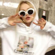 Bad Girl Aesthetic, Aesthetic Photo, Aesthetic Pictures, Fotografia Retro, Tmblr Girl, Lila Baby, Japon Illustration, Foto Casual, Insta Photo Ideas