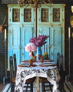 26 Breathtaking DIY Vintage Decor Ideas – Home Decor Inspiration Decor, Old Doors, Diy Vintage Decor, Diy Vintage, House Styles, Painted Furniture, Rustic Cabinets, Decor Inspiration, Shabby Chic