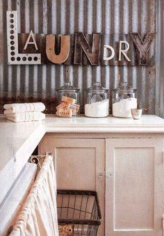 Con estas 15 maneras de organizar tu lavandería tienes inspiración suficiente para decorar la tuya de la mejor forma posible.