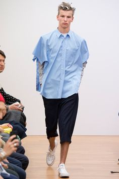 Comme des Garçons Shirt Spring 2015 Menswear Fashion Show Fashion Shows 2015, Mens Fashion Week, Fashion Spring, Fashion Brands, Deconstruction Fashion, Comme Des Garçons Shirt, Rare Clothing, Catwalk Collection, Spring Shirts