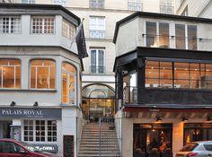 Passage des Deux-Pavillons, Paris 1er. Entrée au n° 6 de la rue de Beaujolais, où deux pavillons se font face. https://fr.wikipedia.org/wiki/Passage_des_Deux-Pavillons