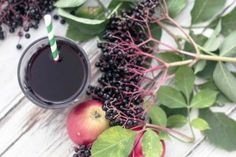 This recipe for elderberry juice is easy to make and it has a super delicious taste. Elderberries are very healthy and contain many good vitamins. Elderberry Juice, Nordic Recipe, Green Goddess, Ketchup, Herbal Remedies, Vegan Gluten Free, Smoothies, Herbalism, Vitamins