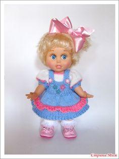 """Всем добрый вечер!  Продолжаю обвязывать свою маленькую банду.  Одежду для кукол в основном вяжу из Камтековского акрила """" Лотос""""."""