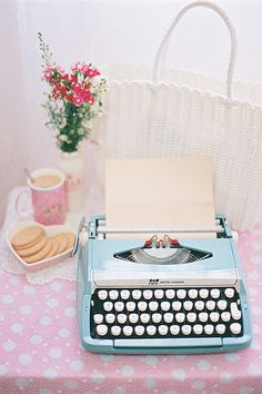 the 50's were so classy. I wouldn't mind  a pink typewriter too <3