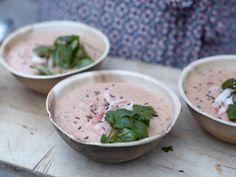 Kall kokosgazpacho med räkor och mynta | Recept från Köket.se