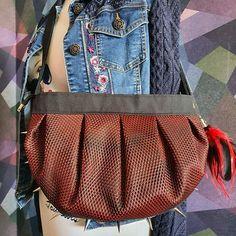 Défilé de Cotons sur Instagram: Mon sac cancan d'après le patron de #sacotin avec les merveilleux tissus de #lamerceriedescreateurs, en toile luggage, coton evira et tissu…