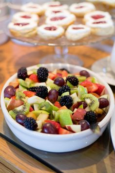 How to make Minted Fruit Salad Recipe ? This recipe very simple and very yummy. Minted Fruit Salad recipe is healthy and easy to prepare. Easy Dinner Recipes, Appetizer Recipes, Easy Meals, Dessert Recipes, Bon Dessert, Dessert Drinks, Fruit Salad Recipes, Jus D'orange, Eat The Rainbow