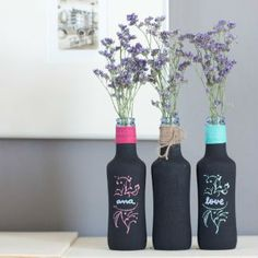 Ideas for decorating with glass bottles - Interior and exterior decoration Wine Bottle Art, Diy Bottle, Wine Bottle Crafts, Bottles And Jars, Glass Bottles, Garrafa Diy, Bottle Painting, Craft Sale, Diy And Crafts
