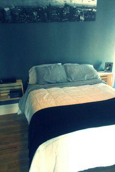 $11 wood crate bedside tables #bedsidetables #DIY #DIYfurniture #bargain #homedecor #firstapartment