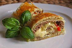 Hackfleisch-Blätterteig-Strudel, ein schönes Rezept aus der Kategorie Snacks und kleine Gerichte. Bewertungen: 77. Durchschnitt: Ø 4,4.