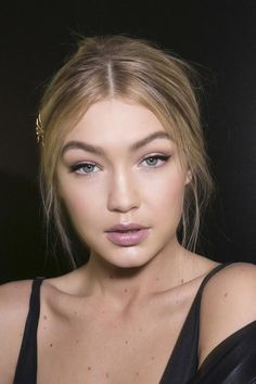 Back to school makeup and beauty ideas to try on your first day—Strike a balance.