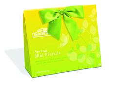 RMCF Spring Mini Pretzel Tote are filled with Spring Mini Twist Pretzels.