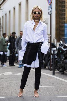 Почему белая рубашка все еще незаменима летом и 10 идей, как ее носить | Мода | STREETSTYLE | VOGUE Nyc Fashion, Fashion Night, Daily Fashion, Fashion Outfits, Street Style 2018, Spring Street Style, Shirt Under Dress, First Date Outfits, Cute Clothes For Women