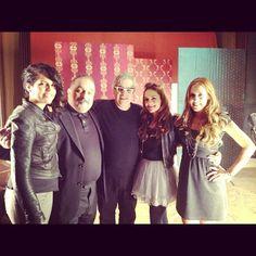 """""""Con Willy Colón y Gustavo Farías, el autor de la canción para @ennuestrasmanos @kaayoficial"""""""