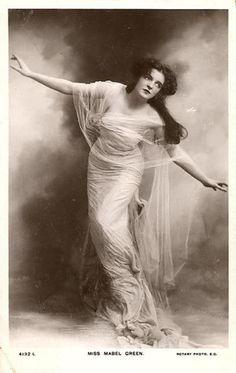 Edwardian stage actress Mabel Greene, 1910.