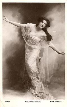 Edwardian stage actress Mabel Greene [1910]