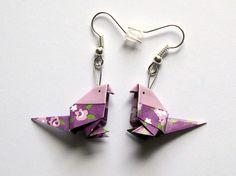 Boucles d'oreilles origami - oiseau violet & mauve fleuri : Boucles d'oreille par kirikat