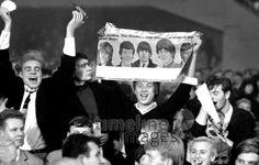 Fans beim Stones Konzert 1965 Hermann Schröer/Timeline Images #1965 #60s #60er #Rock #Konzert #Musik #Publikum #Poster