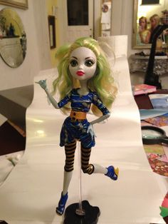 Lagoona blue in Cleo's outfit. Monster high