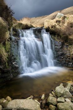 ˚Waterfall flowing over gritstone - Kinder Scout, UK