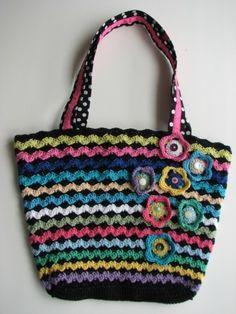 Gehaakte tas Crochet Handbags, Crochet Purses, Crochet Hats, Crochet Accessories, My Bags, Bag Making, Straw Bag, Booty, Shoe Bag