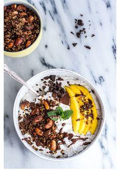 Un  smoothie bowl  à l'avoine, la banane, la noix de coco et à la mangue pinterest petit dejeuner été
