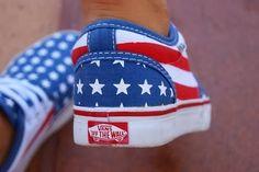 On a (re)trouvé ces Vans imprimées du drapeau américain --> http://glmr.fr/GlamourFashionScanner