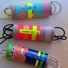 A chacun son cable :) Ranger ses cables et chargeurs dans des rouleaux de papiers toilettes décorés à son nom