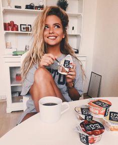 С детства люблю завтракать йогуртами! С возрастом приучила себя к более плотному завтраку, но #йогурт в утреннем рационе все равно остался! Мой любимый - #Epica с кокосом! В этих йогуртах очень много белка,- на заметку тем, кто занимается спортом и держит себя в форме! #epicayogurt