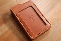 Leather : Buffalo Vegtan     Thread : Waxed Polyester 0.6 mm     Edge coat : Seiwa Cova Super     Construction :   Handcutted, Handsewn, Hand-Burnished     Componen...