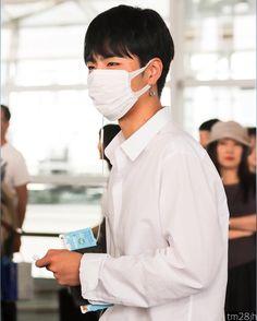 IKON Junhoe June Koo Jun Hoe, Kim Jinhwan, Jay Song, Great Leaders, Airport Style, Yg Entertainment, Korean Boy Bands, His Eyes, Bobby