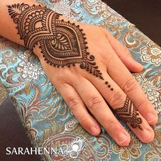 Tanya is a fellow #ladyboss / small business owner, and is a powerhouse of a woman! So awesome to be able to connect with her today. ❤️ . . #sarahenna #henna #mehndi #kirkland #kirklandart #seattlehenna #seattle #ps #pnw #hennaartist #art #artist #425 #seattleart #kirklandartist #kirklandhenna #naturalhenna #hennaart