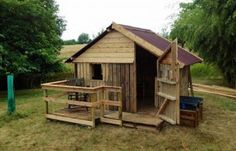 Tiny Cabin Made From Pallets   ---  #pallets