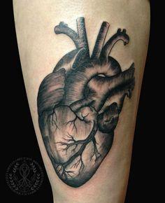 #dijon #dijontattoo #malinky #malinkytattoo #tattoo #tattoos #tatouage #tatouages #tatouage21 #ink #inked #tattooed #tat #tats #bodyart #tatts #art #tattooart #tattoolife #coeur #anatomy #heart #hearttattoo #anatomie #tattoocoeur