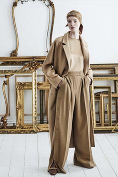 Vogue Fashion, Fashion 2020, Fashion Show, Fashion Looks, Fashion Trends, High Fashion, Petite Fashion, Street Fashion, Vogue Paris