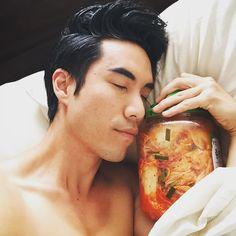 Korean level: eugene But sleeping witg a jar of kimchi? Eugene Try Guys, Buzzfeed Try Guys, Eugene Lee Yang, Philip Defranco, Youtube Stars, Jawline, Imagine Dragons, My Crush, Tumblr Funny