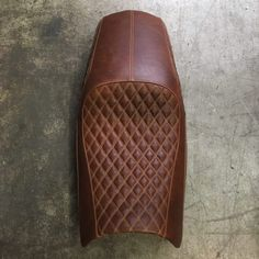 Cafe Racer Seat, Suzuki Cafe Racer, Cafe Racer Bikes, Motorcycle Seats, Bicycle Seats, Ducati Monster 620, Cb 450, Automotive Upholstery, Cafe Racing