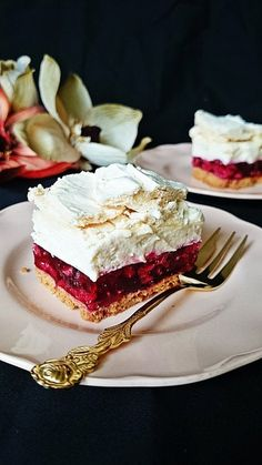 Malinowy pocałunek pod chmurką Polish Desserts, Polish Recipes, Cookie Desserts, Fun Desserts, Baking Recipes, Cake Recipes, Dessert Recipes, Summer Cakes, Icebox Cake