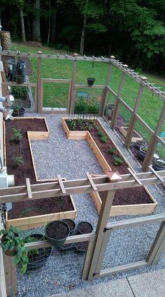 Hottest Diy Garden Design Ideas To Beautify Your Garden Decoration 14 Fenced Vegetable Garden, Vegetable Garden Design, Raised Garden Beds, Fenced Garden, Raised Beds, Balcony Garden, Garden Fences, Diy Pergola, Pergola Ideas