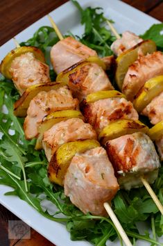 FRIPTURI FESTIVE - CAIETUL CU RETETE My Favorite Food, Favorite Recipes, Romanian Food, Kebabs, Fish And Seafood, Fresh Rolls, Asparagus, Shrimp, Food And Drink