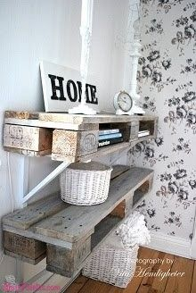 Prateleiras de parede feitas com #paletes de madeira  Veja mais: http://maispaletes.com/?p=1233