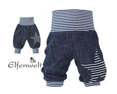 Pumphose aus leichtem und weich fallenden Jeans in strukturierter Leinenoptik in dunkelblau. Der Jeansstoff hat einen tollen weichen Griff. Auf ein Hosenbein wurde ein Stern gestickt. Die...