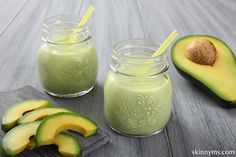 This Avocado Pear Smoothie is delicious!! #smoothie, #breakfastsmoothie, #avocadorecipe