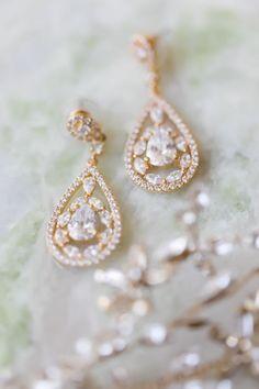 Gold diamond earrings: Photography: VUE - http://www.vuephotographyonline.com/