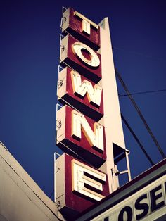 Towne Theatre. A photo set of this abandoned cinema.